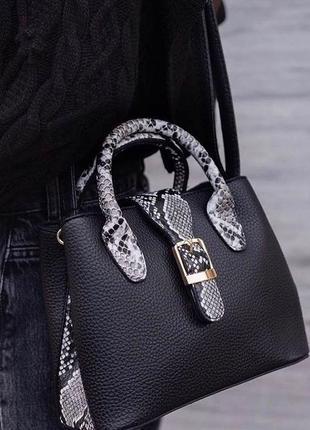 Базовая чёрная сумка кожзам под питона с длинным ремешком