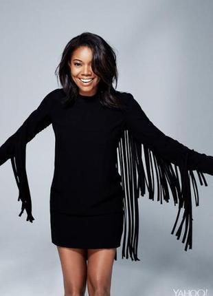 Маленькое черное платье с летящей бахромой по спинке и рукавам s-m