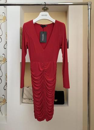 Платье в обтяжку по фигуре