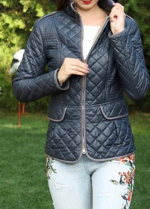 Стеганая осенняя куртка размер s / большой ассортимент одежды