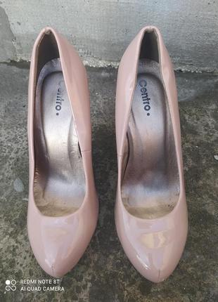 Туфли пудрового цвета лакированные