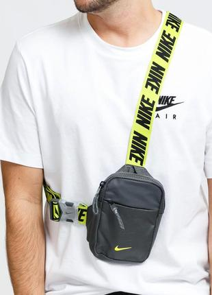Сумка на плече nike mini cross body flight bag мессенджер унісекс невелика ba5904-068