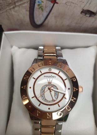 Жіночий годинник на руку