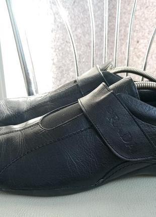 Фирменные туфли из натуральной кожи prada