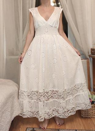 Белое платье из прошвы