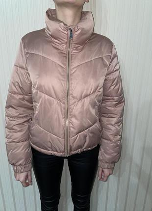 Курточка фирмы bershka