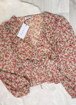 Полупрозрачная шифоновая блуза в цветочный принт stradivarius