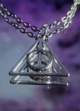 Неповторимая цепь со значком «дары смерти»