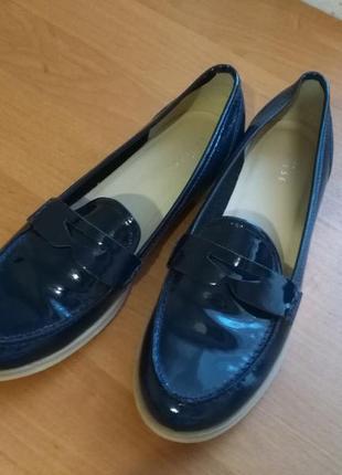 Стильные, комфортные туфли из натуральной лаковой кожи