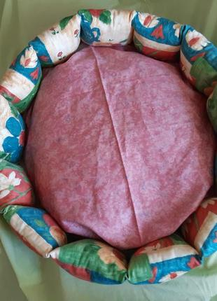 Красивая новая лежанка лежак для кошек и собак размер 55×55×19см