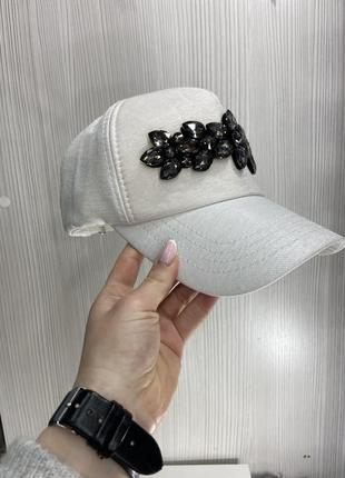 Бейсболки с камнями
