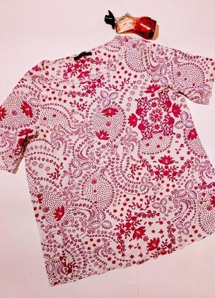 Красивая футболка в принт 22/56-58 размера