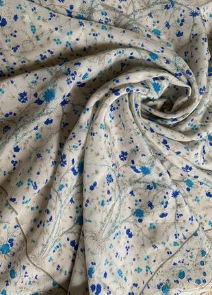 Нежность цветочной композиции шелковый платок шелк натуральный