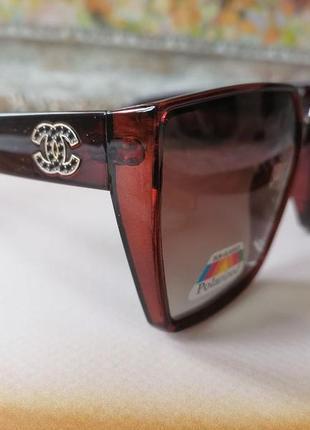 Брендовые солнцезащитные очки квадраты с поляризацией в медовой оправе