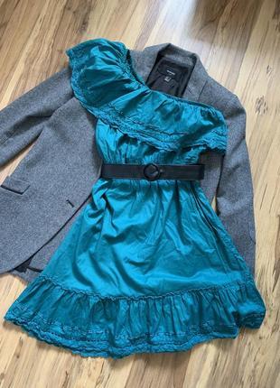Платье на плече
