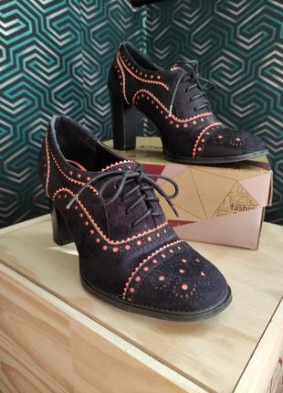 Жіночі черевики, туфлі