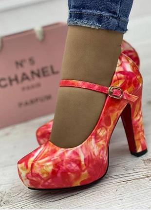 Яркие туфли!!!