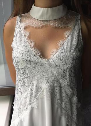 Кружевное платье с чокером