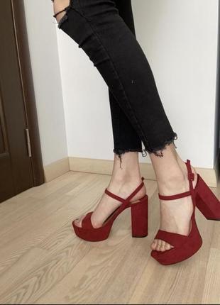 Босоніжки ретро платформа червоні бархатні бордові босоножки широкий каблук