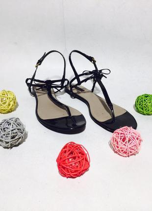 Актуальные лаковые сандали