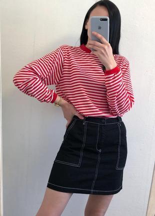 Стильная джинсовая чёрная юбка с контрастной строчкой