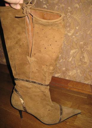Замшевые перфорированные сапоги на широкую щиколотку luciano carvari