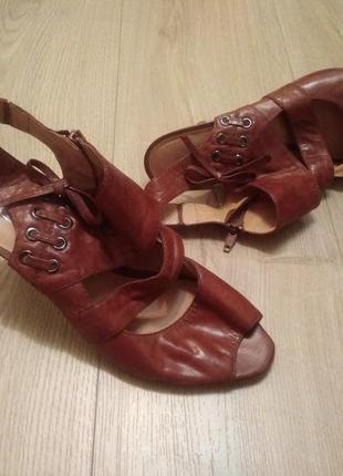 Оригінальні шкіряні босоніжки 5th avenue/удобные босоножки на каблуке