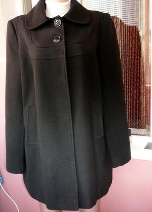 Черное пальто со встречной складкой  длина - 82 см