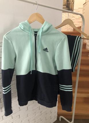 Спортивный костюм adidas на флисе