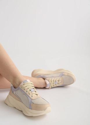 Женские кожаные кроссовки со замшевыми вставками