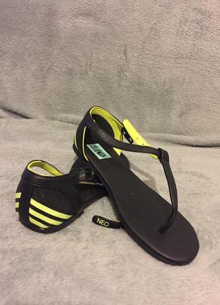 Босоніжки adidas neo