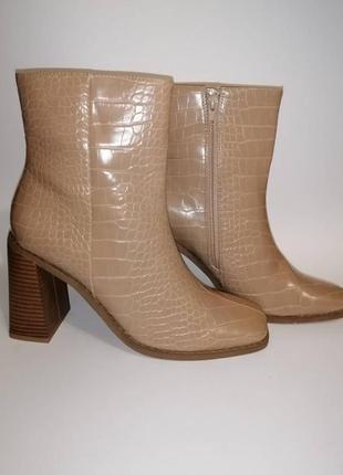 Ботинки бежевые лаковые missguided