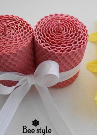 Наборчик из 2 свечей бочонки из натуральной медовой вощины розового цвета