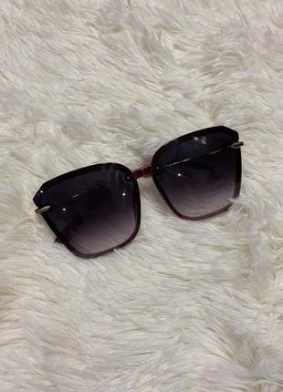 Крутые солнцезащитные окуляры очечи красивой формы