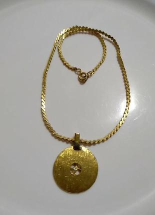 Подвеска с кристаллом на цепочке в золотом цвете