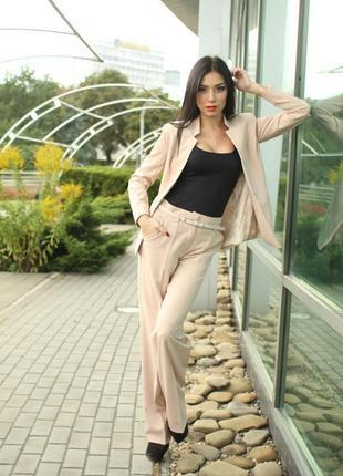 В наличии классический женский костюм, двойка - брюки и пиджак, новый, размер 42-44