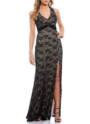 Вечернее кружевное платье с разрезом