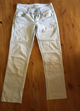 Лёгкие светлые джинсы