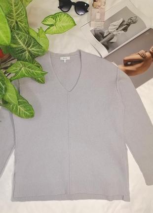 Тёплый пуловер с v образным вырезом