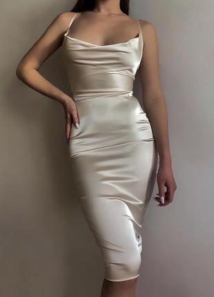 Сатиновое платье миди бренда oh polly