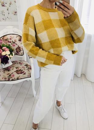 Горчичный свободный свитер в клетку свитер оверсайз