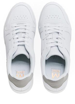 Новые белые кроссовки, intertop