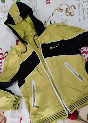 Женская ветровка спортивная кофта с капюшоном б/у