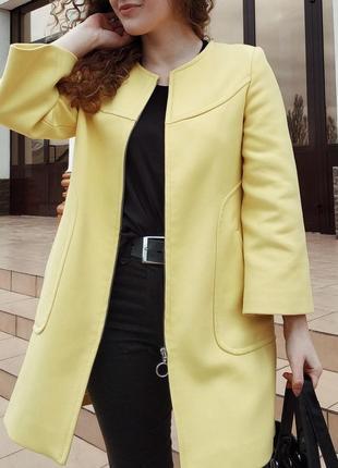 Яркое пальто zara размер s