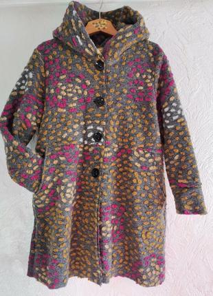 Эксклюзивное пальто из валяной шерсти. фабричная италия
