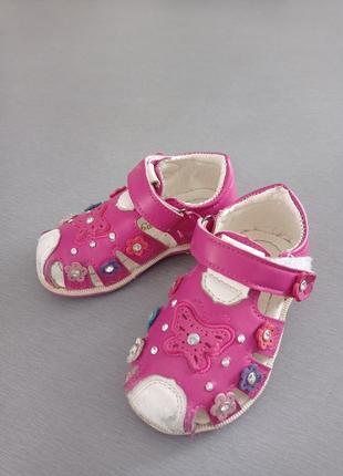 Туфельки сандалии с ремешком липучкой, бабочкой и стразами