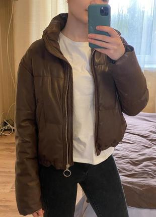 Кожаная коричневая курточка