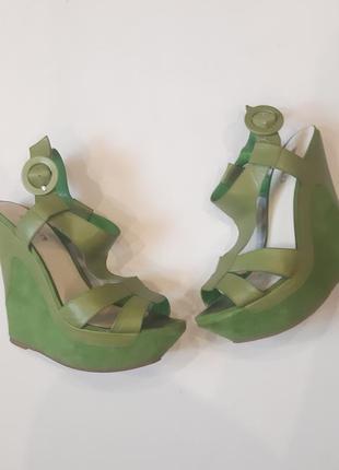 Кожаные босоножки basconi