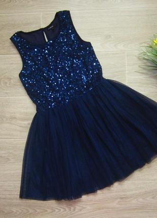 Красивое платье , верх пайетки и низ фатин, на 8-9 лет,длина  70 см.