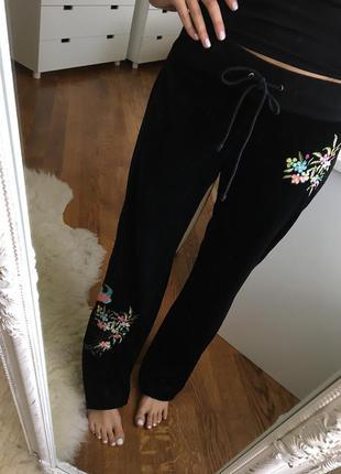 Шикарные бархатные спортивные штаны с обалденной вышивкой
